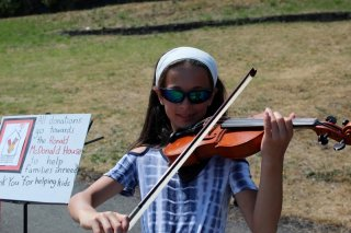 violin_girl_close-up_five.jpg